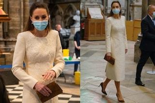 Kate Middleton in versione sposa: torna nella chiesa del matrimonio col cappotto bianco di lusso