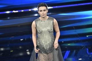 Perché Madame ha indossato l'abito col seno a Sanremo 2021: il look nasconde un significato preciso