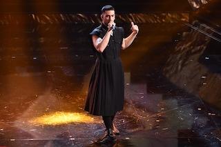 Mahmood sul palco con la gonna: è il principe di questo Festival di Sanremo