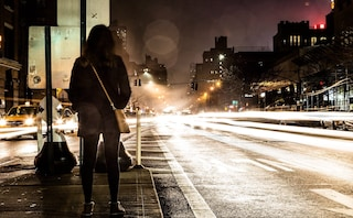 Le donne spiegano agli uomini come farle sentire più al sicuro: 5 consigli da seguire