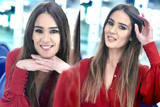 Silvia Toffanin a Verissimo in rosso ruggine: il look con l'abito scamiciata è bon-ton