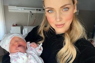 Fedez difende Chiara Ferragni: allattare o no è una scelta, basta colpevolizzare le mamme