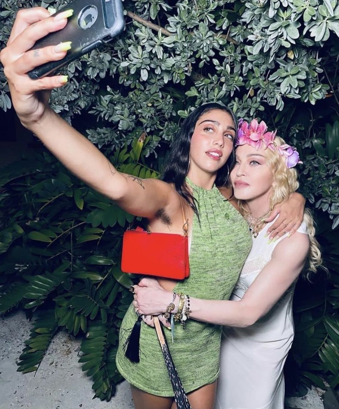 Il selfie di Lola e Madonna