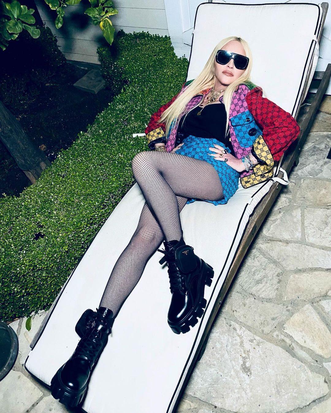 Madonna in Gucci con gli stivali Monolith di Prada