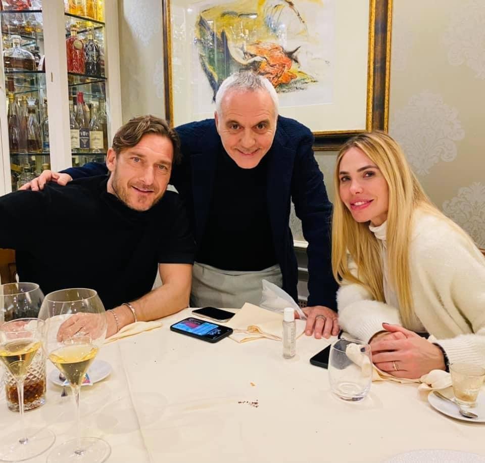 Ilary Blasi con Francesco Totti e Giorgio Panariello