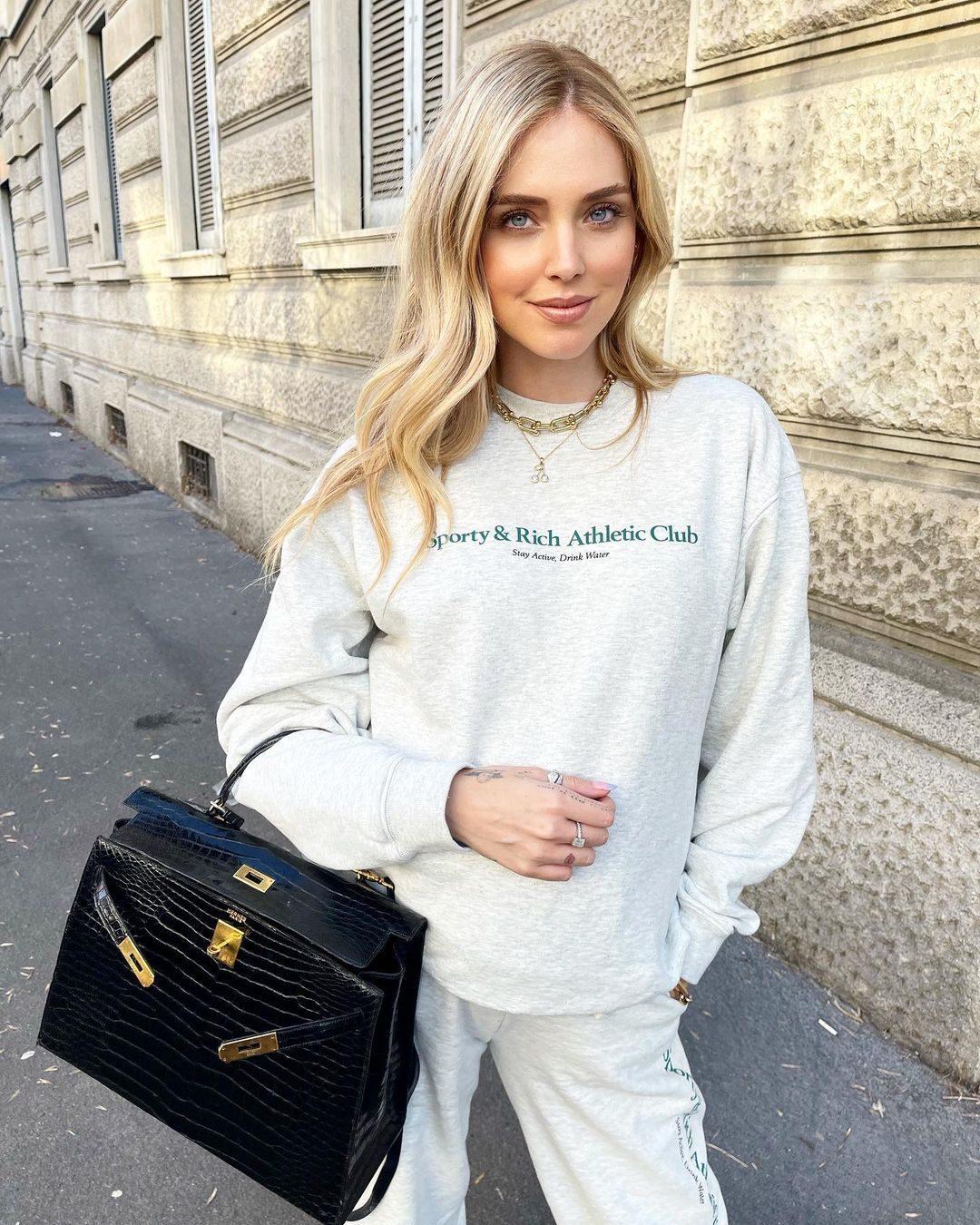 Chiara con la Kelly bag di Hermès