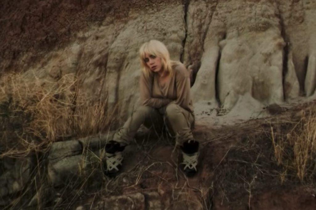 Billie Eilish in un fotogramma del video di Your Power