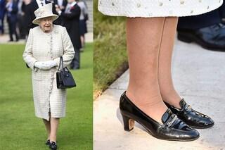La regina Elisabetta e la passione per i mocassini: perché indossa le stesse scarpe da oltre 50 anni