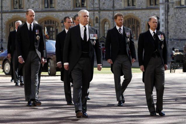 Harry e William camminano separati ai funerali del principe Filippo