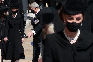 Kate Middleton al funerale di Filippo con le perle della regina: la collana è un omaggio a Diana
