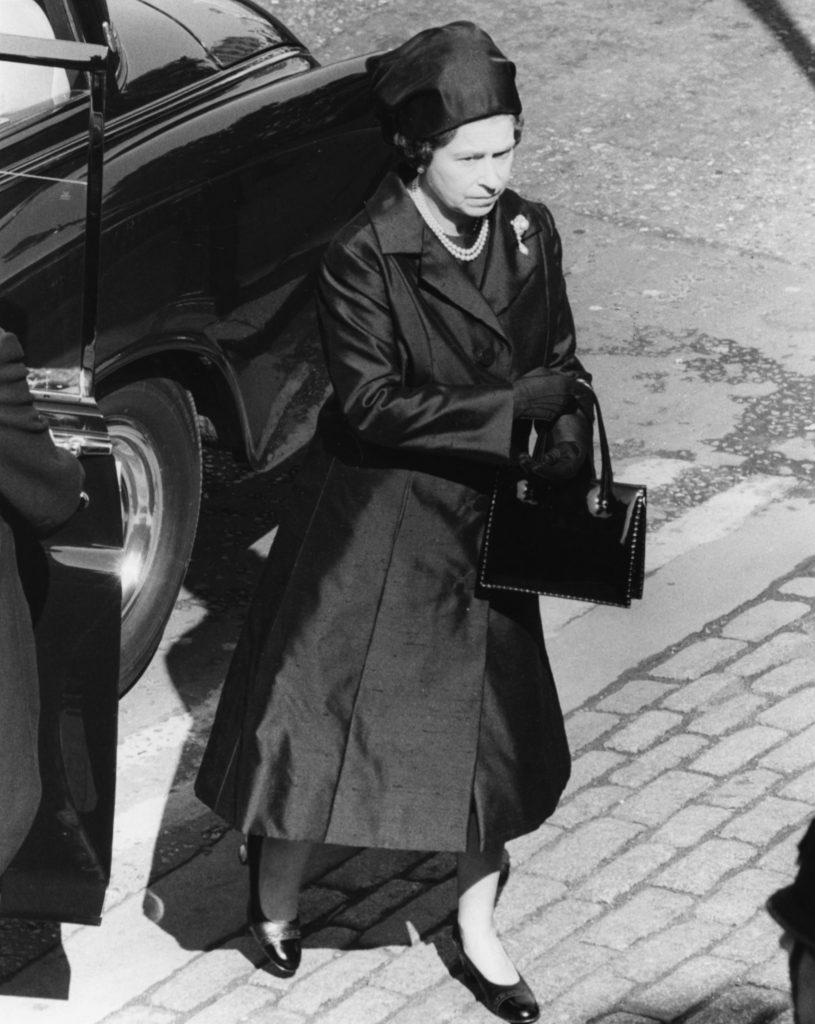La regina Elisabetta ai funerali di lord Mountbatten nel 2013