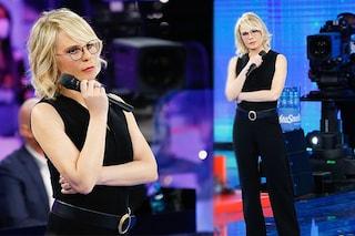 Maria de Filippi, per la quarta puntata di Amici 2021 sceglie la tuta nera: il look da oltre 2mila euro