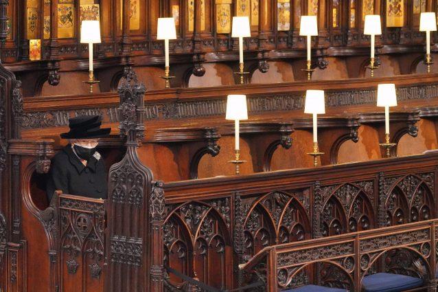 La regina in chiesa, durante i funerali di Filippo