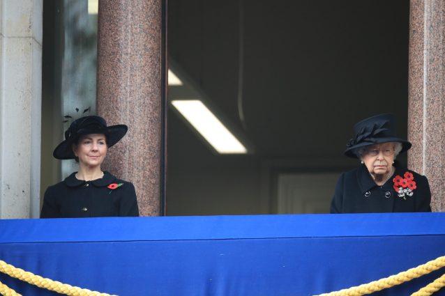 Susan Rhodes e la regina Elisabetta al Rembrance Sunday 2020