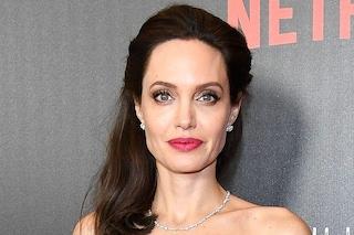 Donne costrette a scegliere tra lavoro e figli: anche Angelina Jolie ha messo in pausa la carriera