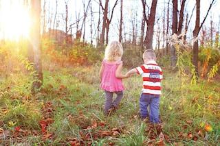 Non costringiamo i bambini a scegliere giochi da maschio o da femmina: saranno insicuri e frustrati