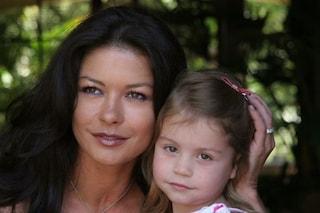 """Catherine Zeta-Jones, la dedica per i 18 anni della figlia Carys: """"Grazie per la gioia che mi dai"""""""