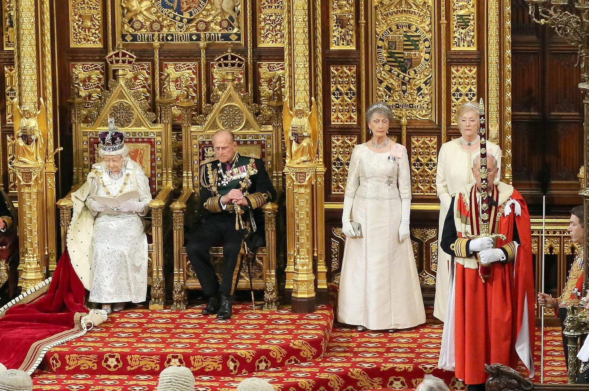 Lady Farnham e Lady Hussey alla cerimonia di apertura del Parlamento nel 2014