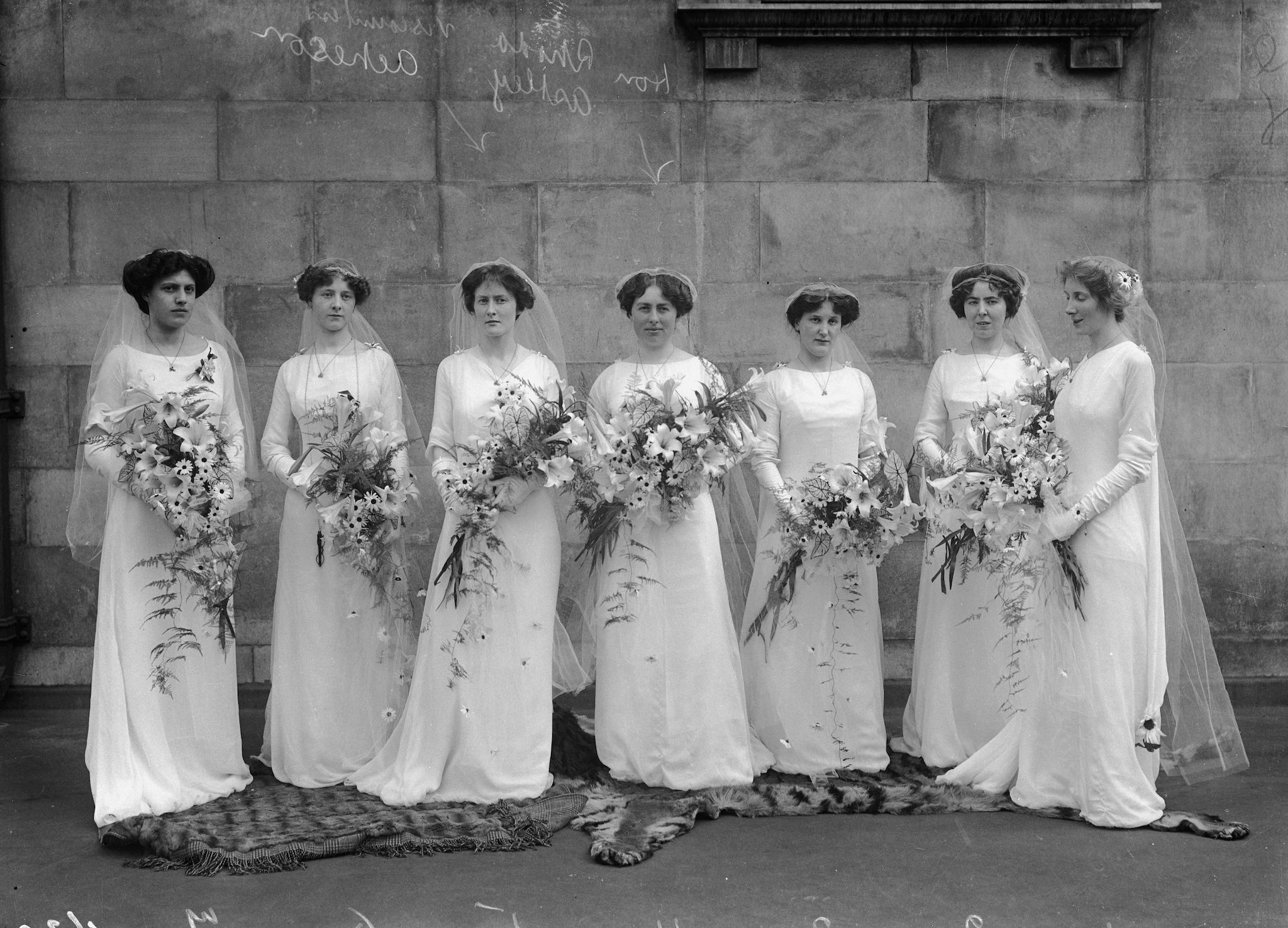 Damigelle nel 1910