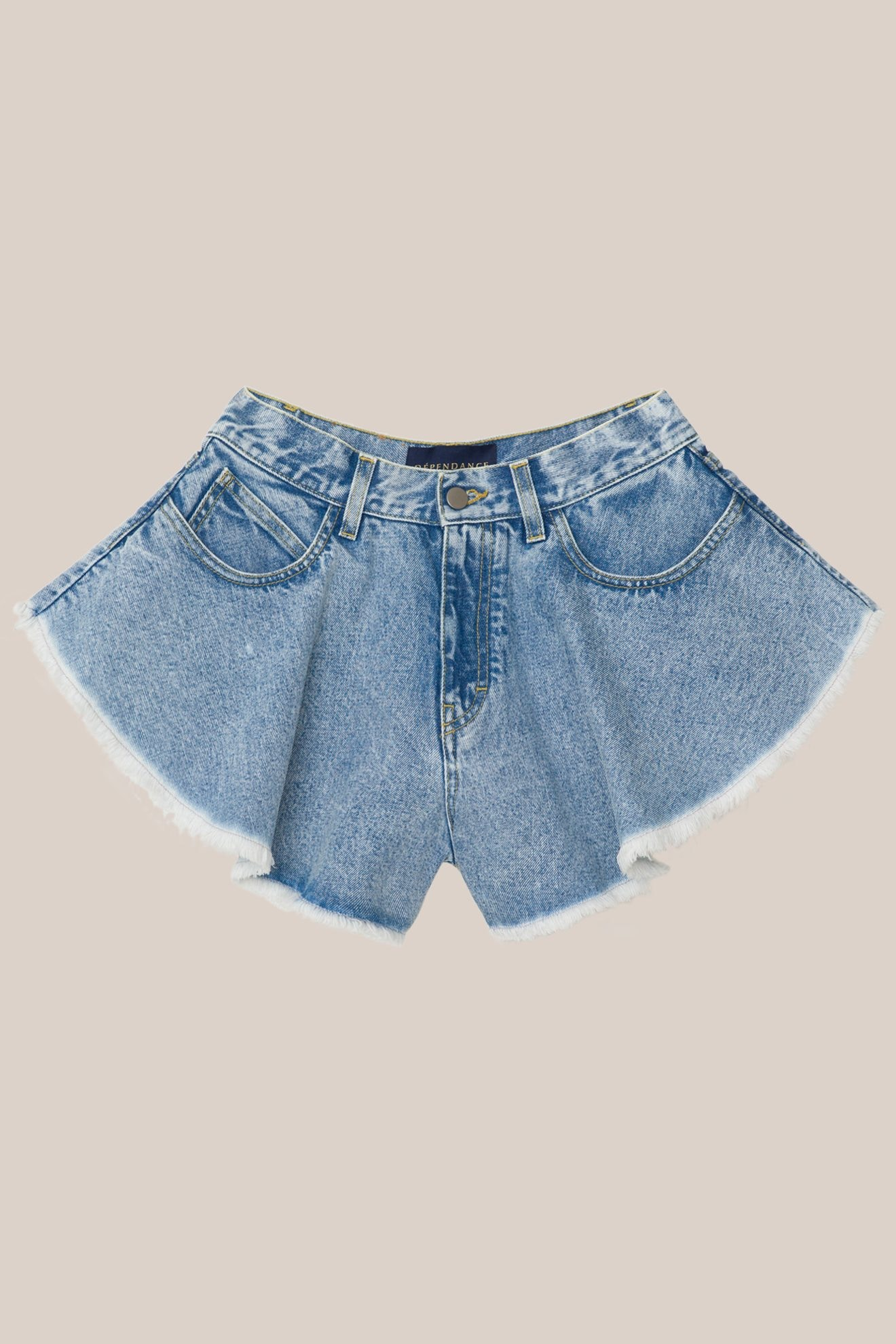 Gli shorts in denim di Dépendance