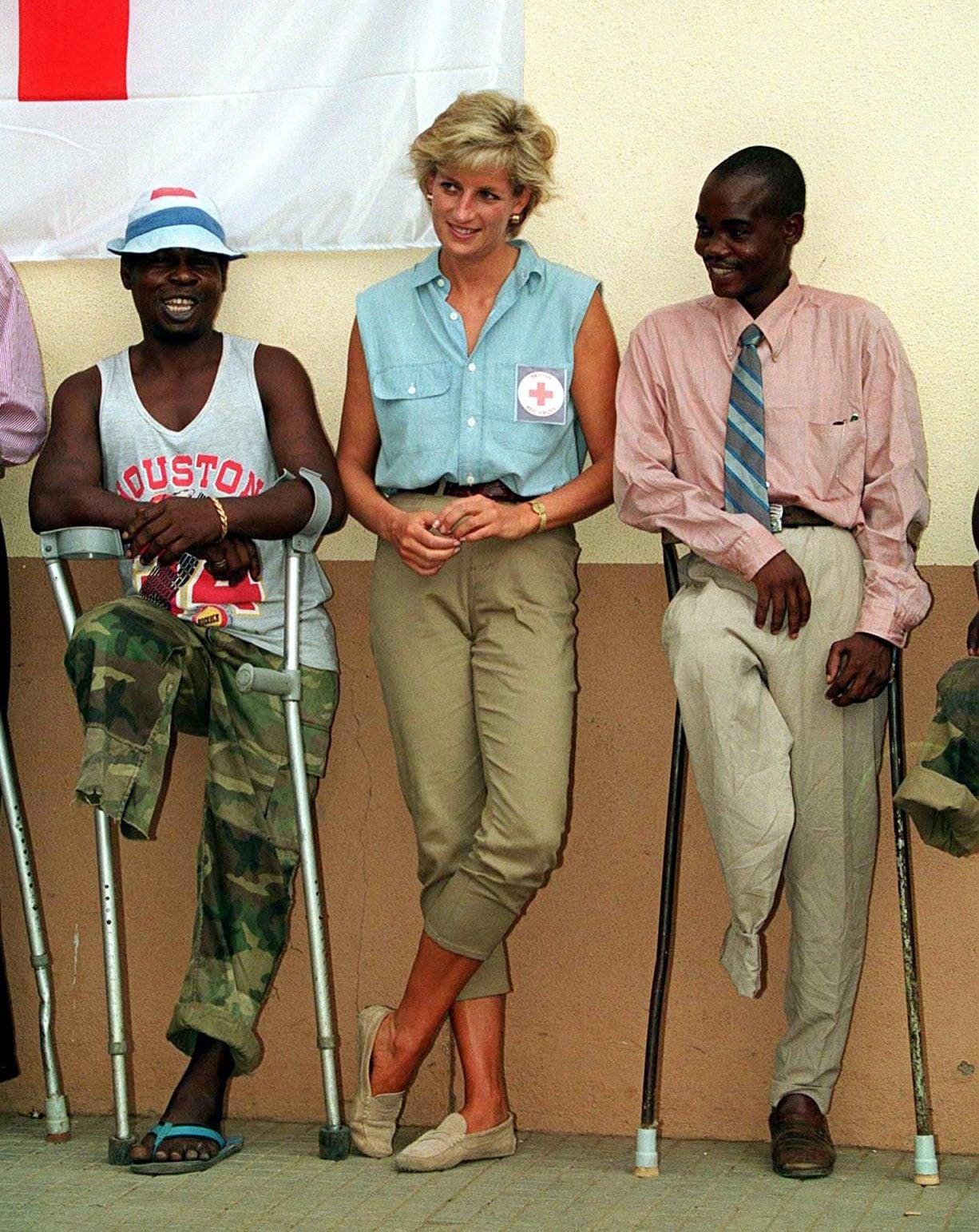 Lady D. durante il viaggio in Angola