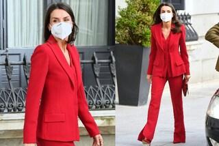Letizia di Spagna regina del riciclo: perché indossa per la quinta volta lo stesso tailleur rosso