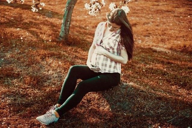 I 35 anni che ossessionano le donne: la scienza smonta questa soglia, l'età per diventare mamme è salita