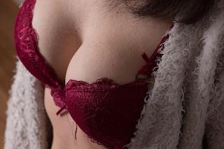 """Non indossare il reggiseno a casa: cosa succede se si lascia a lungo il seno """"libero"""""""