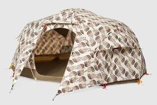 Campeggiare con stile: arrivano tenda e sacco a pelo griffati da oltre 4mila euro