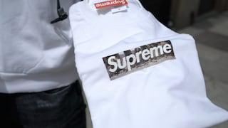 Supreme Box Logo Milano: perché compriamo a 1500 euro una maglietta che in negozio costa 44 euro?