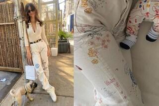 Emily Ratajkowski veste in coordinato con il figlio Sly: il primo adorabile look mini-me della modella