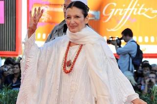 L'eleganza di Carla Fracci: perché la ballerina vestiva sempre di bianco