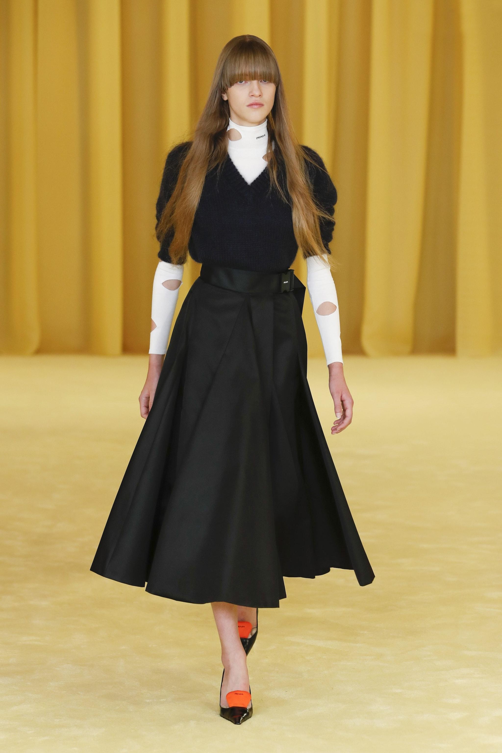 un outfit dallo show Primavera/Estate 2021 di Prada