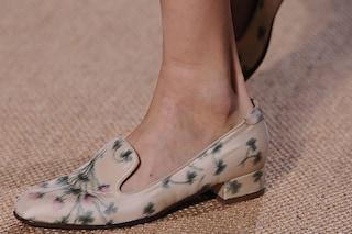 """Le scarpe estive """"tagliano"""" il piede? I trucchi per evitare vesciche e abrasioni"""