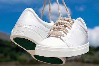 Le sneakers bianche, le scarpe che stanno bene con ogni look: i modelli di tendenza dell'estate 2021