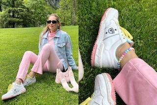 Chiara Ferragni lancia la cavigliera must-have dell'estate 2021: è di plastica e con i cuori