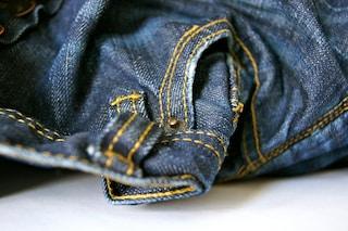 Come stringere i jeans: 7 metodi senza macchina da cucire