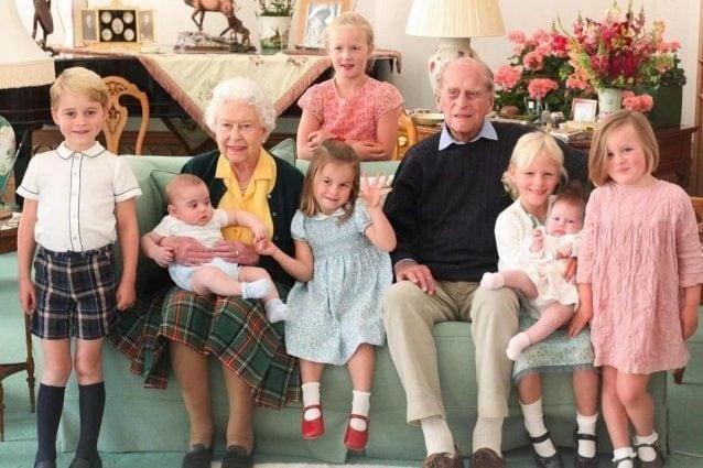 Il principe Filippo con tutti i pronipoti