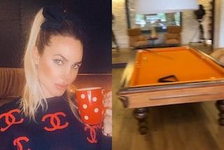 Ilary Blasi mostra casa sui social: nel salone ci sono poltrone principesche e un tavolo da biliardo