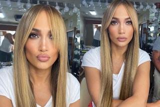 J.Lo, la rivoluzione di stile parte dai capelli: il nuovo look extra liscio con la frangia a tendina