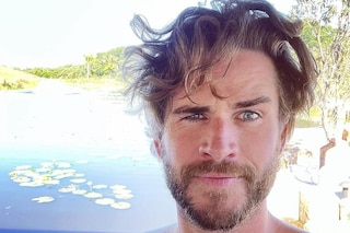 La nuova moda per gli uomini sono i capelli lunghi: Liam Hemsworth (e gli altri) con la chioma selvaggia