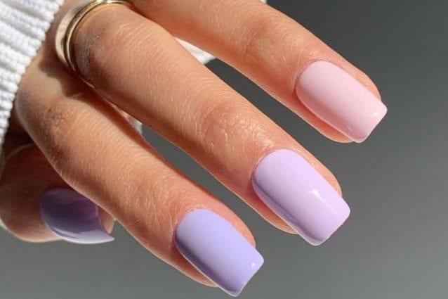 La manicure degradè con gli smalti lilla