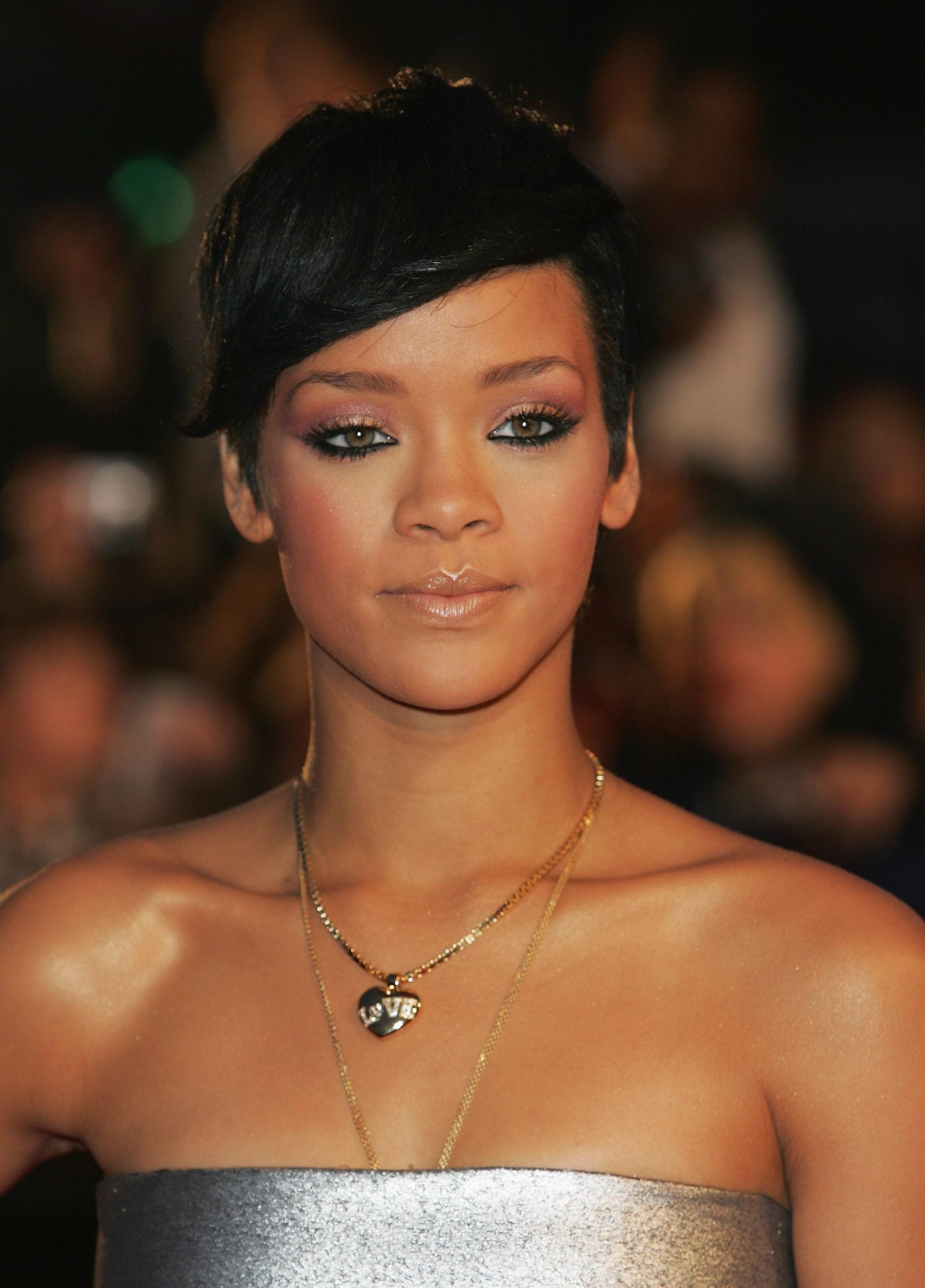 Rihanna coi capelli corti nel 2008