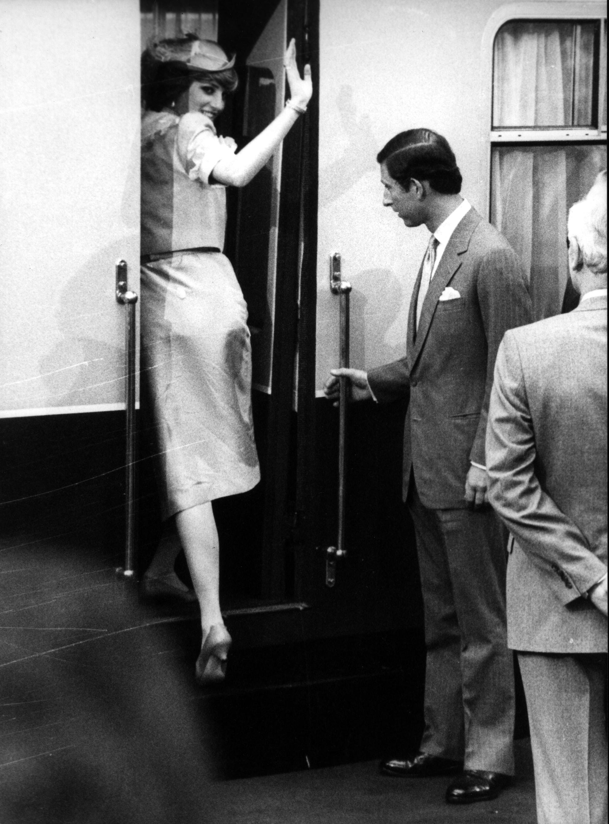 Lady Diana in partenza per il viaggio di nozze con Carlo