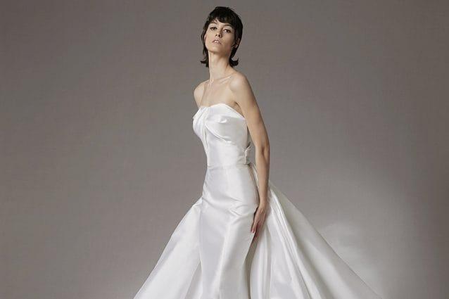 Abiti da sposa 2022: dal vestito a sirena a quello corto, i look e le tendenze a cui ispirarsi