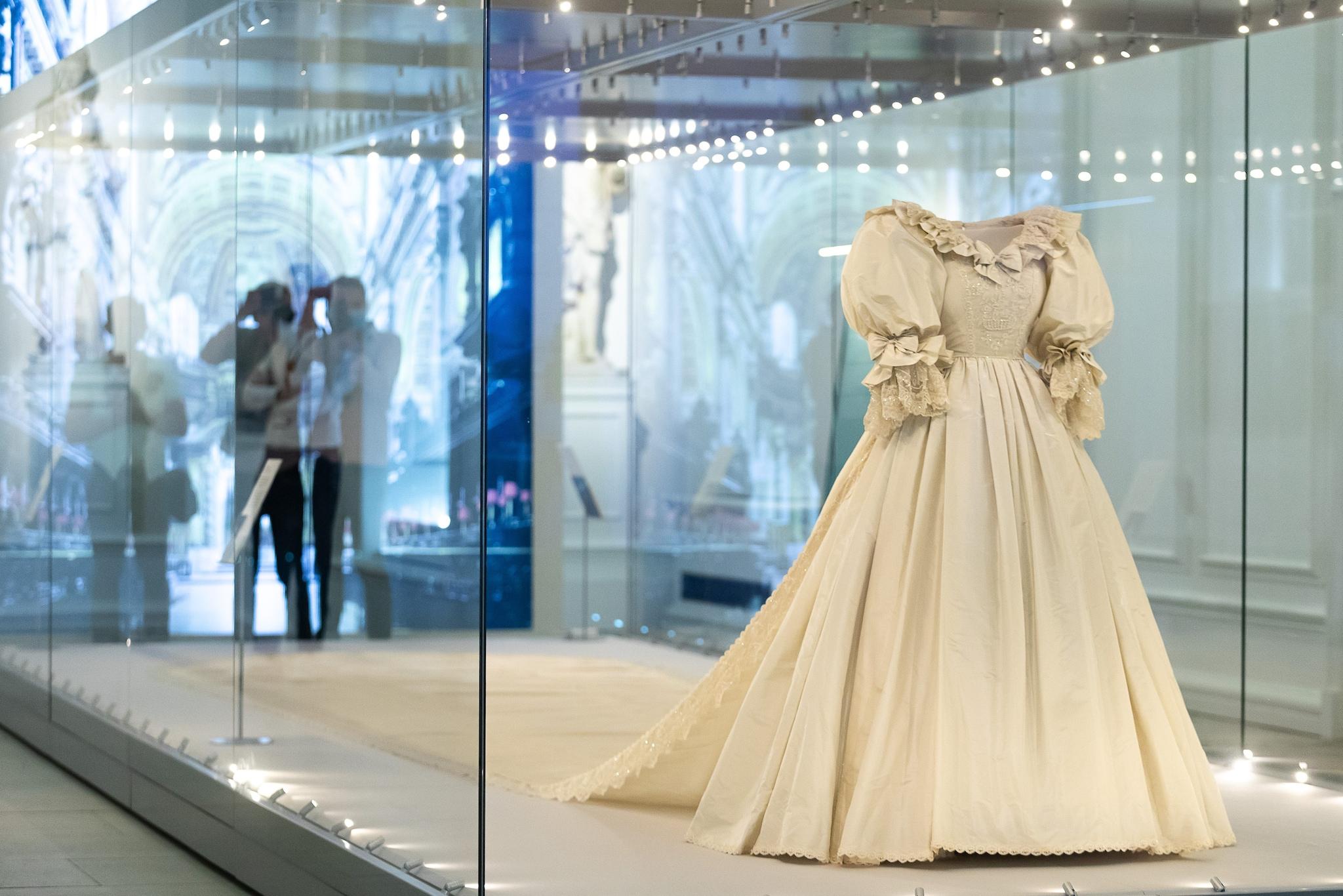 """l'abito da sposa di Lady D alla mostra """"Royal Style in the Making"""""""