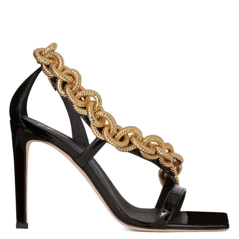 i sandali con catena dorata di Giuseppe Zanotti