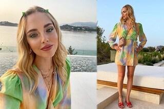 Chiara Ferragni con le mollettine colorate sui capelli: le baby clip sono l'accessorio dell'estate