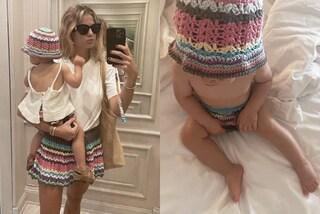 Cristina Marino veste in coordinato con la figlia Nina: i look mini-me sono con le gonne crochet