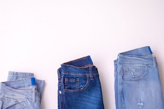 La tasca negli slip e i bottoncini sui jeans: 9 dettagli dei vestiti che (forse) non sai a cosa servono